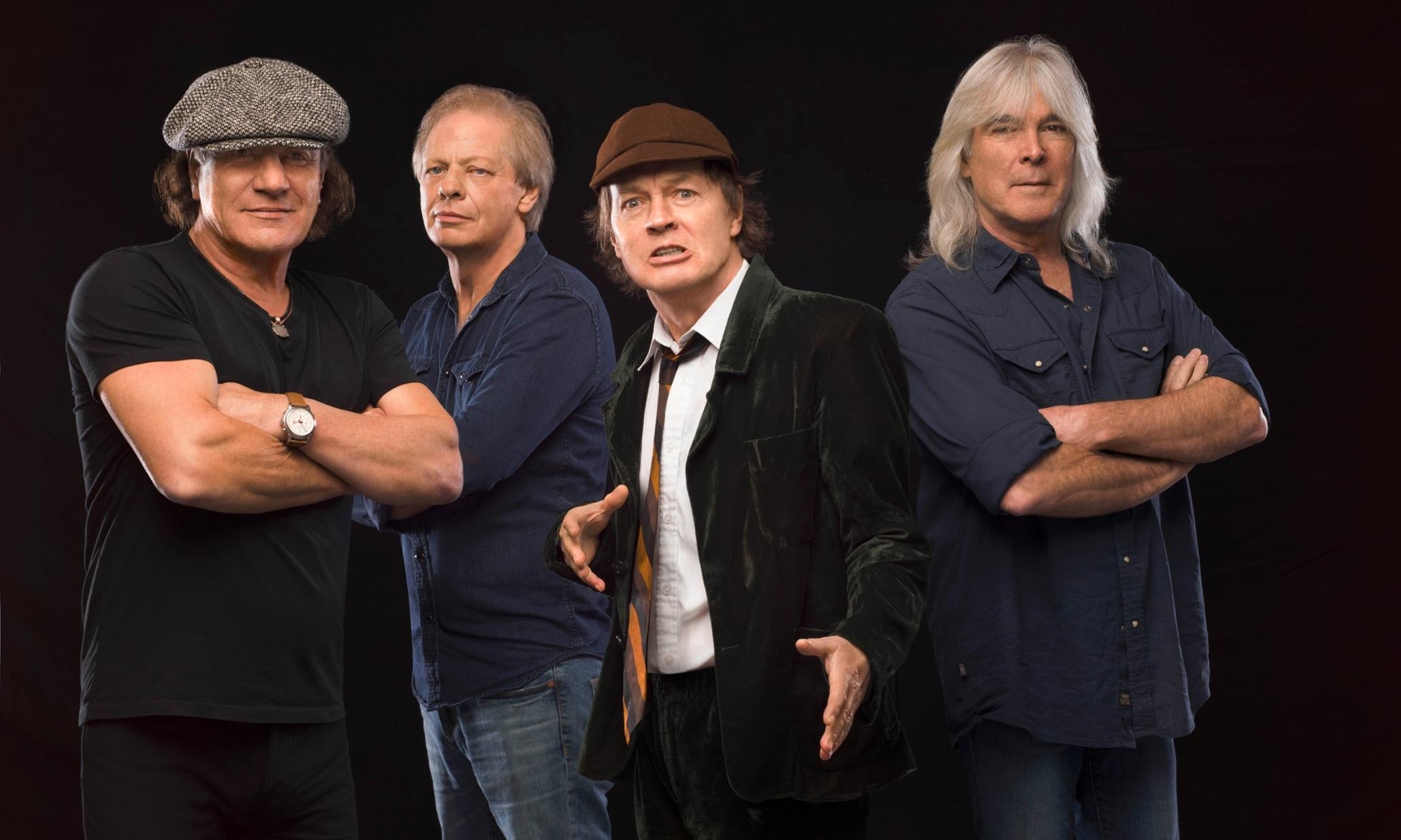 Angus Young reunir AC/DC
